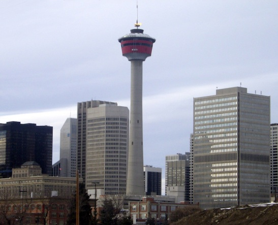 Calgary_Tower_with_flame_1-cropped